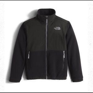 The North Face Boys Black Denali Jacket Size Large